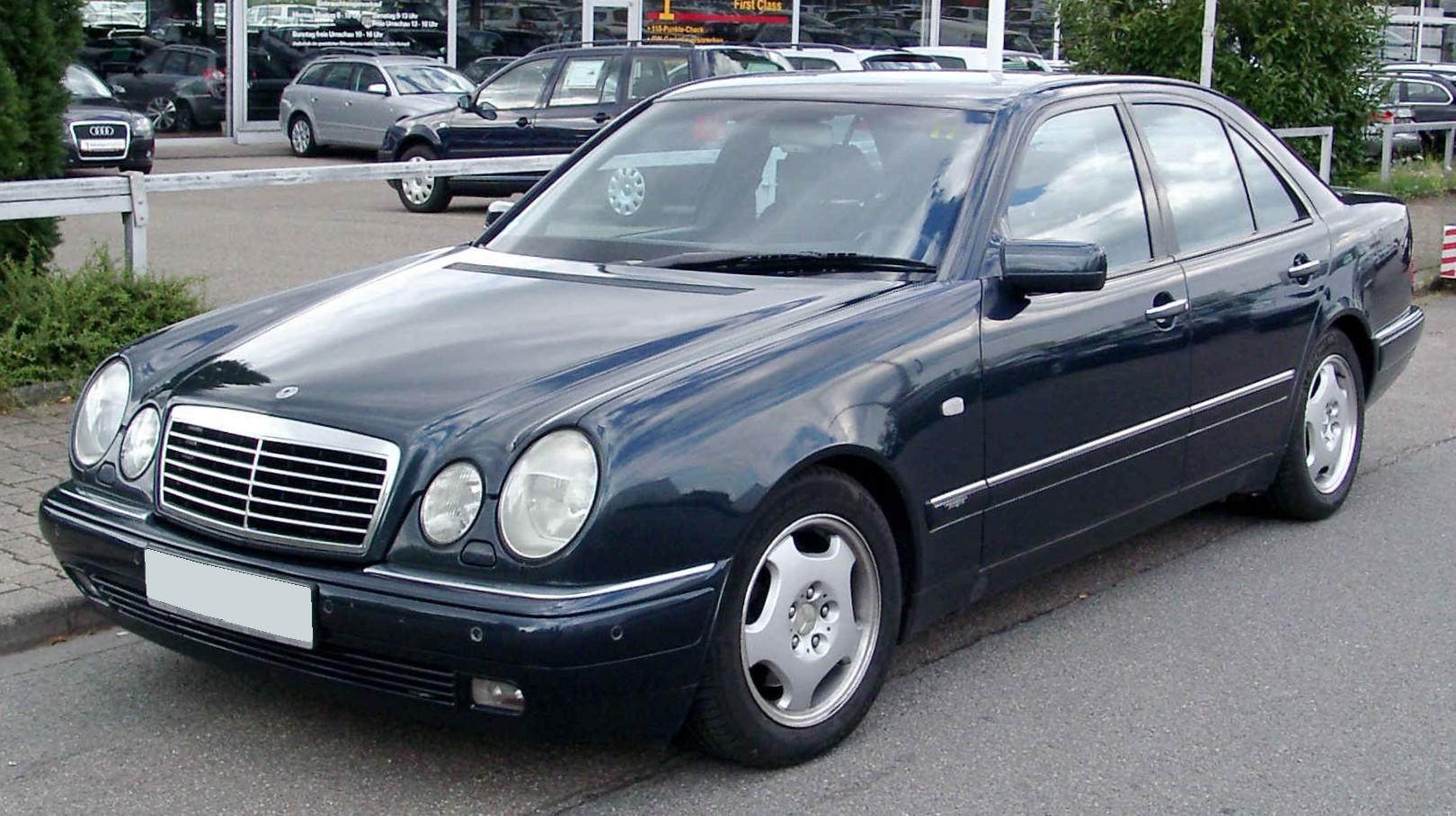 Mercedes-Benz_W210_front_20080809